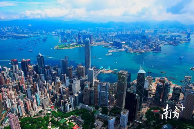 香港中环高楼林立。南方+ 鲁力 拍摄