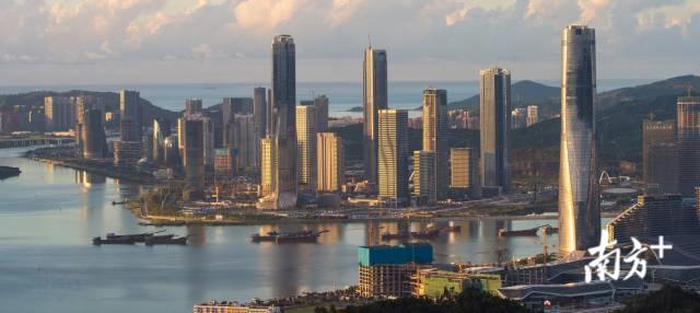 2020年7月,珠海横琴新区的建设正如火如荼进行中。